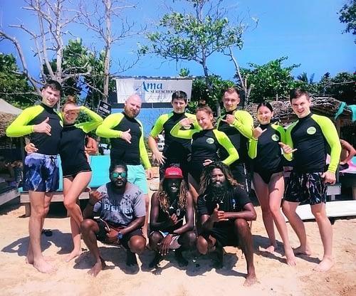 Surfing Weligama surf school
